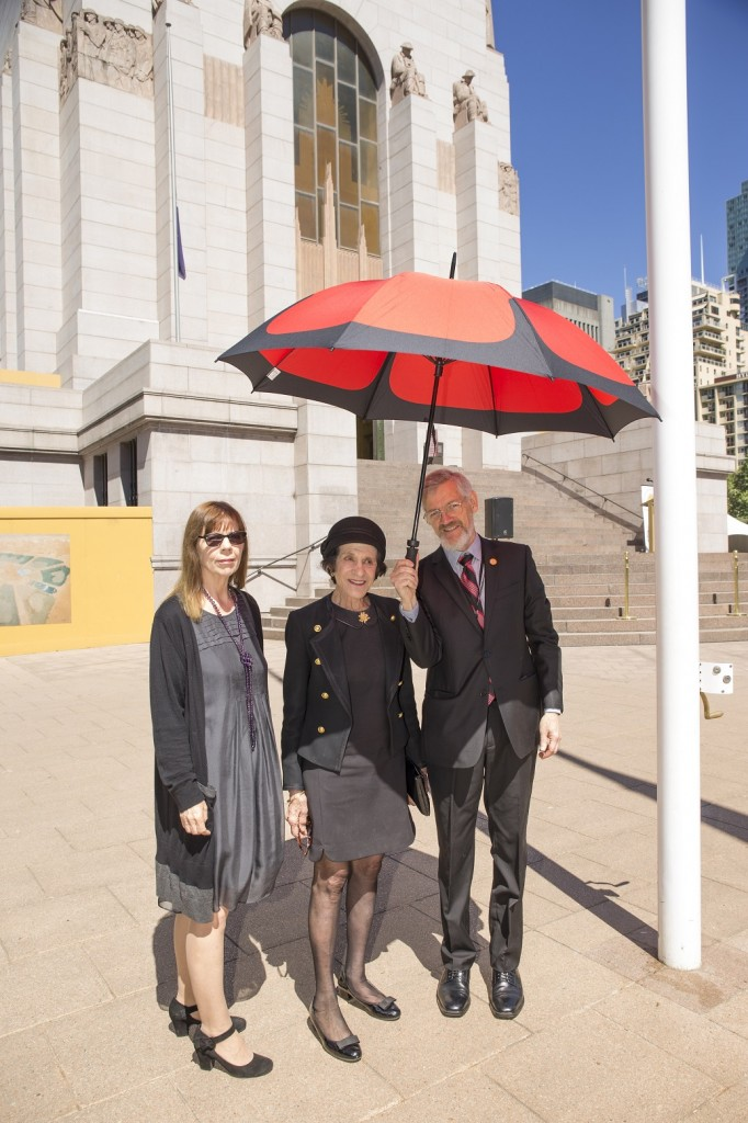 ANZ_YPRES_2017_014 Jill Hayes, Dame Marie Bashir and Jim Munro and Poppy umbrella