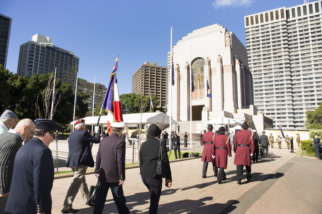 The Solemn Procession approaching the ANZAC Memorial with Association des Anciens Combatants Francais NSW & NSW RSL Corps of Guards. Image by Rob Tuckwell Photography