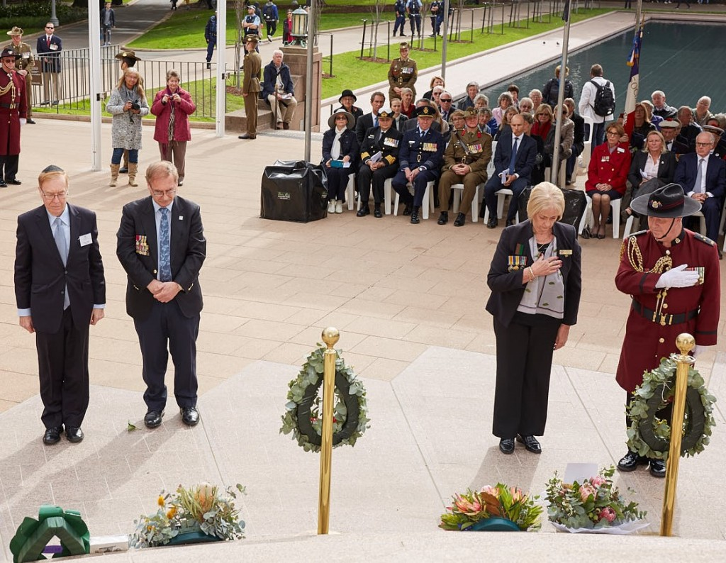 ANZ_Fromelles__2018_217 Wreath laying NAJEX Roger Selby & Peter Allen, AWWOD Arlene Ronsisvalle